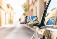 Accident de voiture, miroir endommagé de côté-vue de voiture après collision image stock