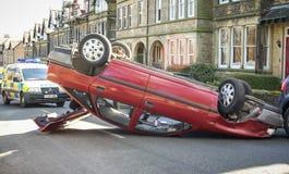 Accident de voiture retourné dans la rue Photo libre de droits