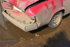 Accident de voiture sur la route, partiellement détruite Photos libres de droits