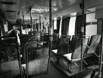 Accident et passagers dans l'autobus de ville photographie stock libre de droits