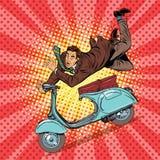 Accident masculin de conducteur sur le scooter Photo stock