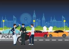 Accident ou accident automobile de voiture impliquant deux voitures sur une rue de ville Photographie stock