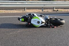 Accidente de carretera de la bicicleta de la moto Fotos de archivo