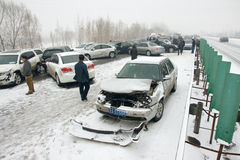 Accidente de tráfico en la nieve Fotografía de archivo libre de regalías