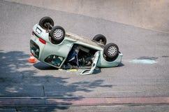 Accidente de tráfico fabuloso con el coche destruido Fotografía de archivo libre de regalías