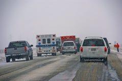 Accidente de tráfico, en el camino helado Fotografía de archivo