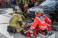 Accidente de tráfico fatal - persona atrapada Imagen de archivo libre de regalías