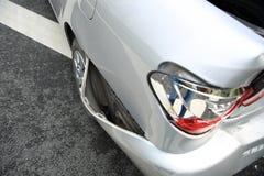 Accidente del choque de coche en la calle fotografía de archivo libre de regalías