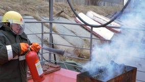 Accidente del extintor de Fight Deck Fire del salvavidas almacen de video