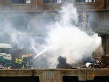 Accidente, grúa en el fuego Imagen de archivo libre de regalías