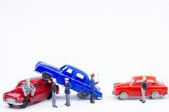 Accidente minúsculo miniatura del choque de coche de los juguetes dañado Seguro en Foto de archivo