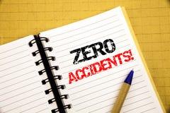 Accidentes cero Concepto del negocio para la seguridad en el peligro del trabajo escrito en la libreta con el espacio de la copia fotos de archivo libres de regalías