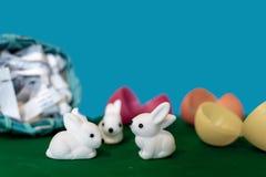 Acciident impliquant des lapins de Pâques dans la terre de la gentillesse Photos stock