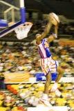 Acción del baloncesto de los trotamundos de Harlem (enmascarada) Imágenes de archivo libres de regalías