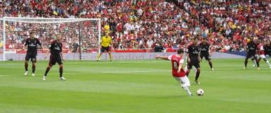 Acción panorámica del fútbol Imágenes de archivo libres de regalías