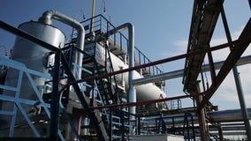 Accione la instalación con el tubo y el tubo para la operación química almacen de metraje de vídeo