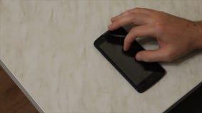 Acciones con los fingeres en el teléfono metrajes