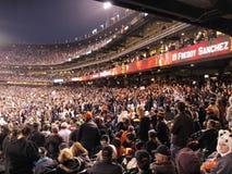 Acclamation de ventilateurs de Giants dans les stands Photographie stock libre de droits