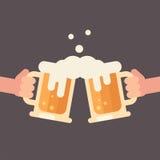 Acclamazioni, due mani che tengono l'illustrazione delle tazze di birra Fotografia Stock