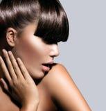 Acconciatura di Girl With Trendy del modello di moda Immagine Stock