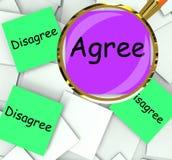 Acconsenta sono in disaccordo media delle carte di Post-it pro o contro Immagini Stock