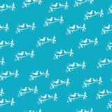 Accoppi degli uccelli che si siedono su un modello senza cuciture del ramo, fondo blu illustrazione vettoriale