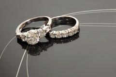 Accoppiamenti degli anelli di cerimonia nuziale Fotografia Stock
