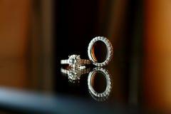 Accoppiamenti degli anelli di cerimonia nuziale Fotografie Stock Libere da Diritti