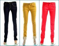 Accoppiamenti dei jeans colorati, isolati Fotografia Stock Libera da Diritti