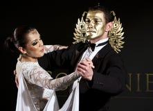 Accoppiamenti di ballo alla sfera di Vienna a Bucarest fotografia stock