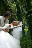 Accoppiamenti recentemente sposati Fotografia Stock Libera da Diritti
