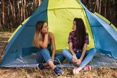 Accord de femmes Amitié de tente Images stock