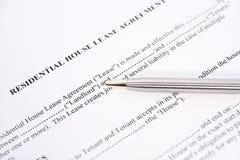 Accordo di contratto d'affitto locativo Fotografia Stock Libera da Diritti