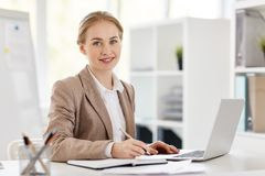 Accountant in bureau royalty-vrije stock afbeelding