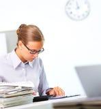 Accountant op het werk stock fotografie