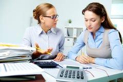 Accountants op het werk stock fotografie