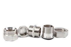 Accouplement en métal de tuyauterie, un adapte sur le fond blanc photo libre de droits