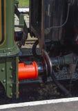 Accouplements de train et de chariot de vapeur de cru rouges et noirs photo libre de droits