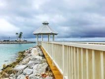 Accouplez avec le belvédère sur la plage dans le cana de punta Photographie stock