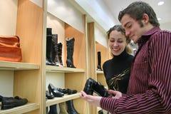 Accouplez dans le système de chaussures Image stock