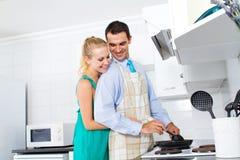 Accouplez la cuisson Photographie stock