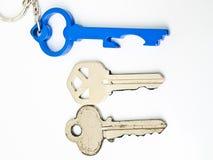 Accouplez les clés et les clés bleues d'un acier inoxydable Image stock