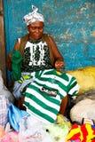 ACCRA, GHANA ï ¿ ½ 18 marzo: Donne africane non identificate che vendono colo Fotografia Stock Libera da Diritti