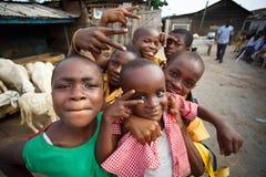 ACCRA, GHANA ï ¿ ½ 18 marzo: Ragazzi africani non identificati che accolgono alla t Immagine Stock