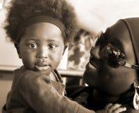 ACCRA, GHANA - 1. Juli 2014 Nicht identifiziertes ghanaisches kleines Baby Stockfotos