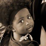 ACCRA, GHANA - 1. Juli 2014 Nicht identifiziertes ghanaisches kleines Mädchen Stockbild