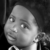 ACCRA, GHANA - 1. Juli 2014 Nicht identifiziertes ghanaisches kleines Mädchen Stockfoto