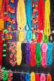 Accrocher coloré de colliers Photo libre de droits