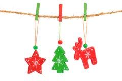 Accrocher de décorations de Noël Photos libres de droits