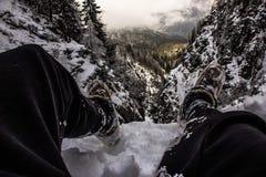 Accrocher outre d'une falaise Photo stock